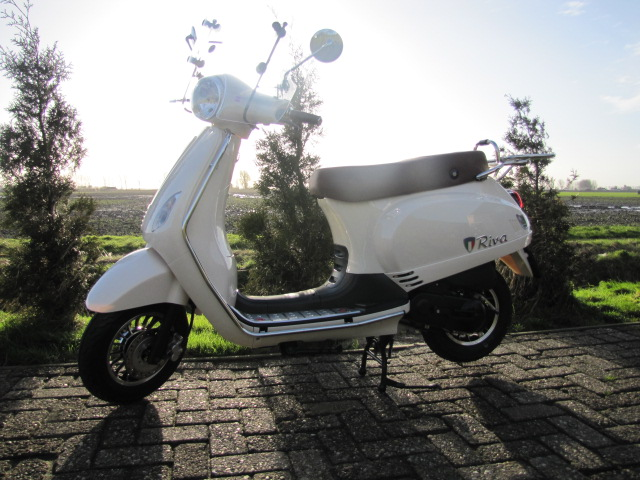 Nieuwe Scooters Btc Riva Creme Limited Euro 4