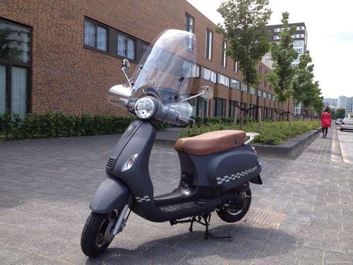 Nieuwe Scooters Btc Riva Vespa Look